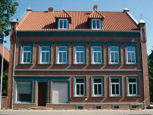 Wohnhaus aus rotem Ziegelsteinen