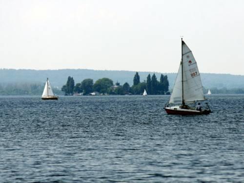 Segelschiff auf Binnenmeer