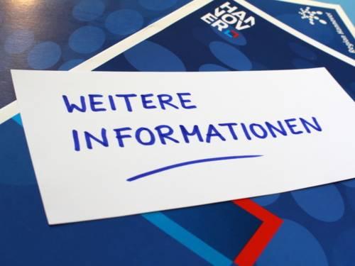 """Müderationskärtchen mit der Aufschrift """"Weitere Informationen""""."""