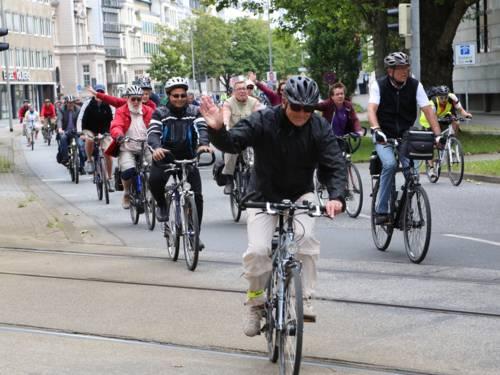 Eine große Gruppe Radfahrer
