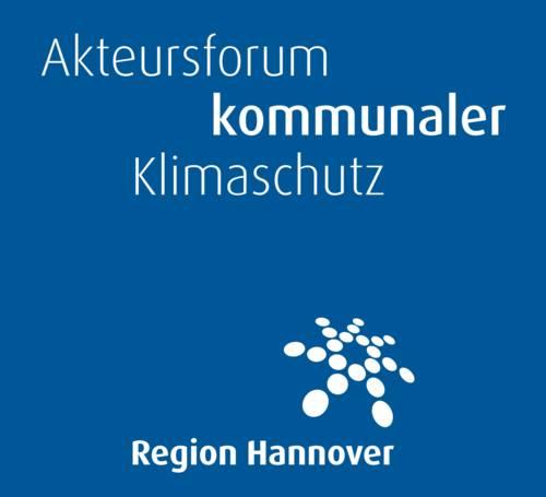 Weiße Schrift auf blauem Grund: Akteursforum kommunaler Klimaschutz