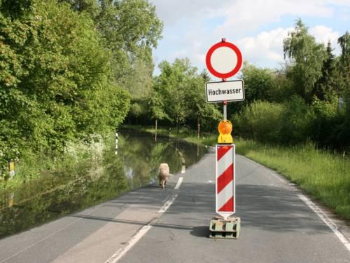Eine überschwemmte Straße