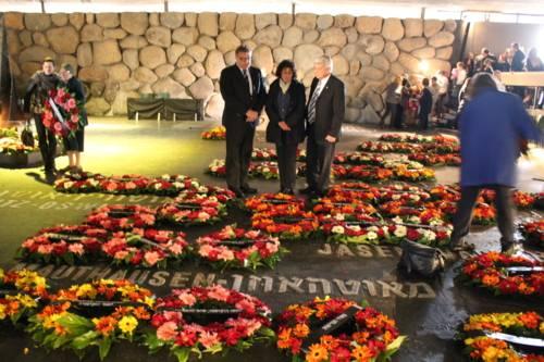 Regionspräsident Hauke Jagau, die stellvertretende Regionspräsidentin Michaela Michalowitz und Moti Dotan, Landrat von Unter Galiläa