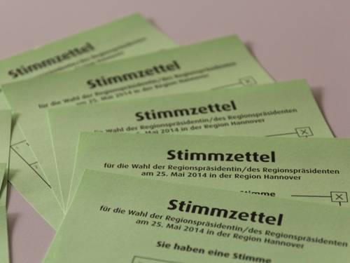 Fünf Stimmzettel für die Regionspräsidentenwahl