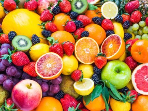 Trauben, Brombeeren, Erdbeeren, Äpfel, Orangen, Melone, Zitronen, Kiwi, Birnen, Mandarinen