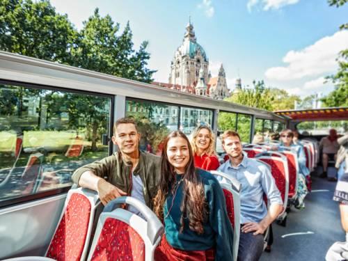 Fahrgäste im Doppeldecker Bus