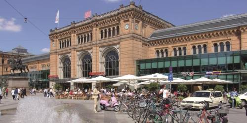 Der Hauptbahnhof Hannover bei Sonnenschein