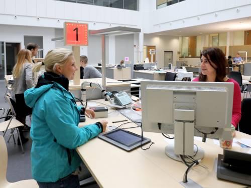 Gespräch im Bürgeramt