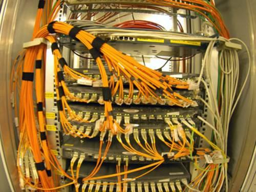 Verkabelung im Serverraum