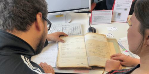 Im Lesesaal des Stadtarchivs stehen mehrere Arbeitsplätze zur Verfügung.