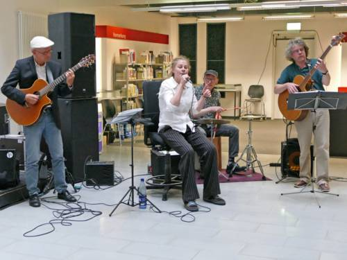 """""""Le Canard Noir"""" spielen in der Stadtbibliothek"""