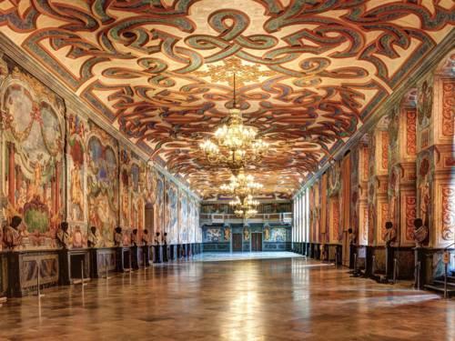 Blick in den schmuckvollen Hauptsaal der Galerie Herrenhausen