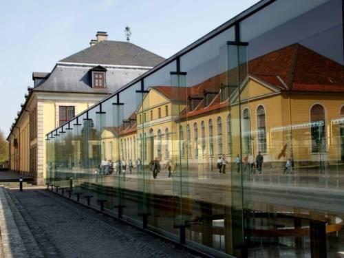 Außenansicht des Arne-Jacobsen-Foyers