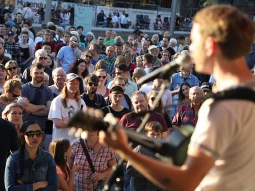 Internationale Bühne am Kröpcke mit Bands aus Hannovers Partnerstädten und den Unesco-Musikstädten.