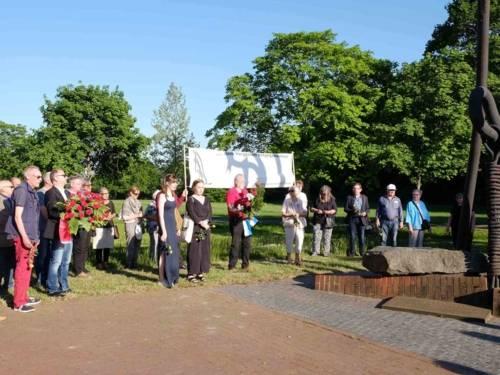 Gedenken am Mahnmal für die Opfer des KZ Stöcken