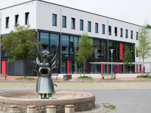 Stadtteilzentrum Weiße Rose mit Anna-Blume-Brunnen auf dem Mühlenberger Marktplatz