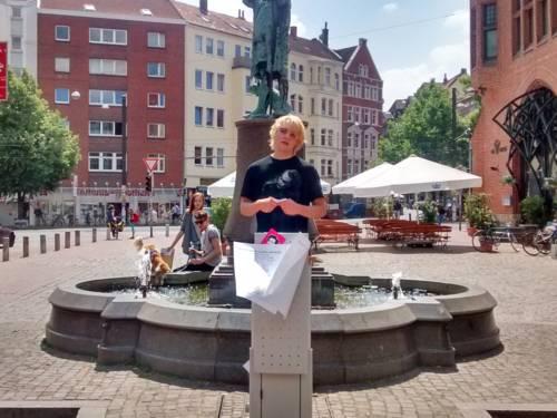 Eine Veranstaltung im Rahmen des Hannah-Arendt-Schüler-Lehrstuhls auf dem Lindener Marktplatz (2015)