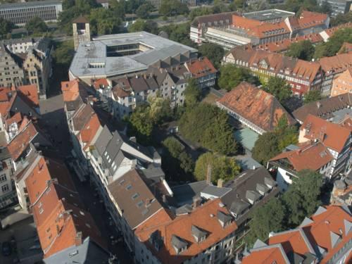 Blick auf das Historische Museum und die Altstadt vom Turm der Marktkirche aus gesehen.