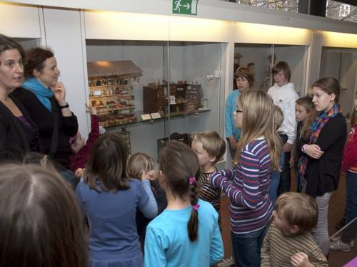 """Foto von Kerstin Hafner, 05.11.2011: Aktion im HMH """"Meisterleistungen – Kunsthandwerkerinnen stellen sich und ihre Berufe vor""""."""