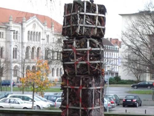 Kunstwerk Leineentrümpelung von János Nádasdy