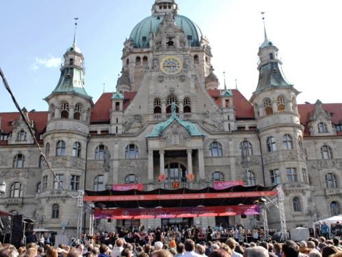 """""""enercity swinging hannover"""" auf dem Trammplatz am Neuen Rathaus"""