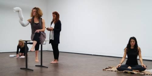 Fünf KünstlerInnen des Aktions-Labors PAErsche nahmen den KUBUS mit einer zweitägigen Langzeit-Performance in Besitz.