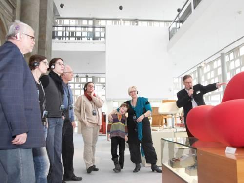 Eine Führung für Besucher mit Hörschädigungen