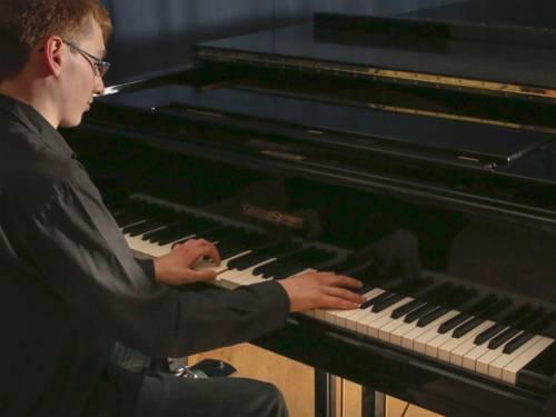 Klavier, Cembalo und Akkordeon sind in der Fachgruppe Tasteninstrumente zusammengefasst.
