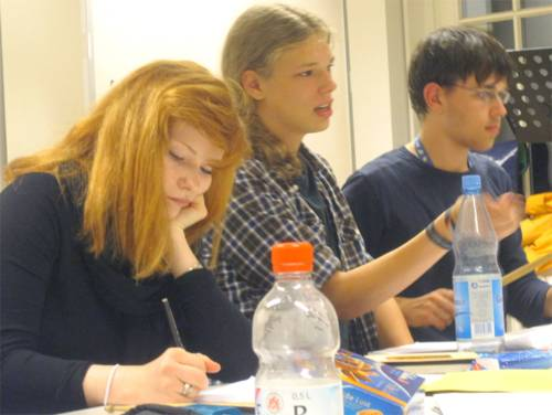 SchülerInnen üben für die Aufnahmeprüfung an einer Musikhochschule