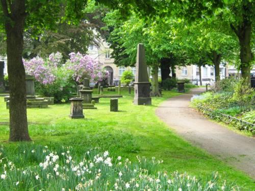Grabmale auf dem Gartenfriedhof