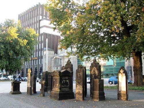 Historische Grabsteine am Goseriedeplatz