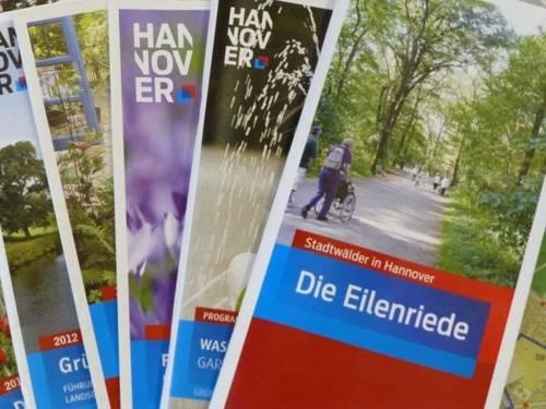 Mehrere Broschüren der Landeshauptstadt Hannover