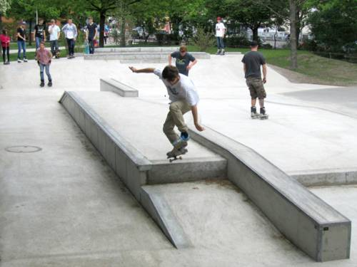Jugendliche Skater auf dem Welfenplatz
