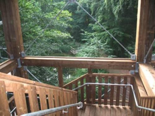 Bllick auf die Treppe des Waldhochhauses