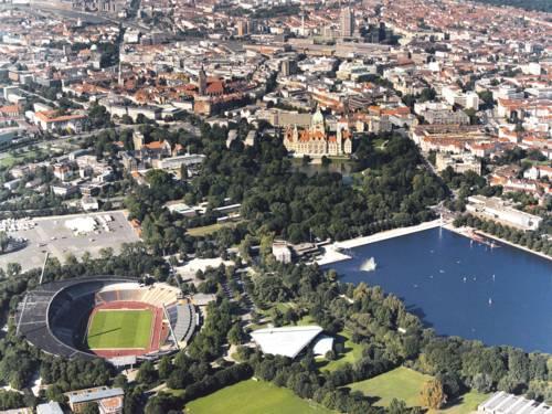 Die Innenstadt Hannovers mit Stadion und Maschsee aus der Luft fotografiert