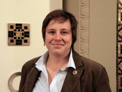 Friederike Kämpfe vorm Ratsaal der Landeshauptstadt Hannover