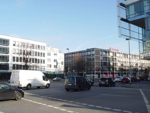 Die Kreuzung Kreuzung Friedrichswall/Willy-Brandt-Allee