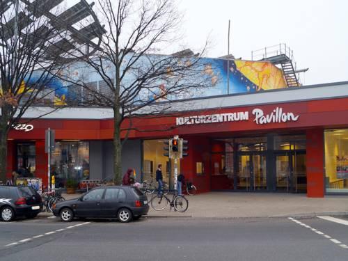 Blick auf den Eingang des Raschplatz-Pavillons