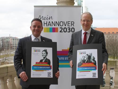 Sven Krüger und Stefan Schostok präsentieren die Botschafter-Kampagne zum Stadtdialog