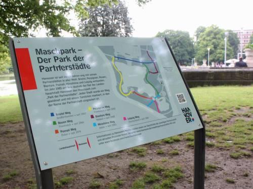 Infotafel über den Park der Partnerstädte
