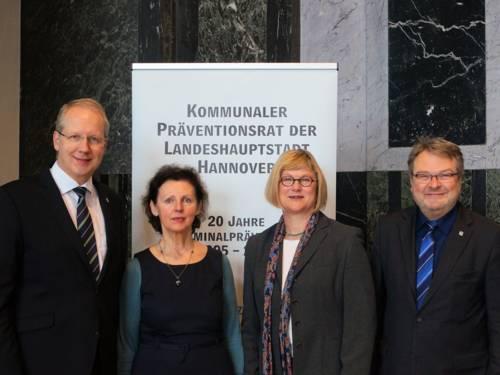 Oberbürgermeister Stefan Schostok, Prof. Dr. Margarete Boos, Justizministerin Antje Niewisch-Lennartz und Bürgermeister Thomas Hermann