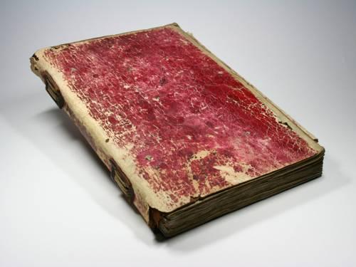 Ein altes, rotes Buch