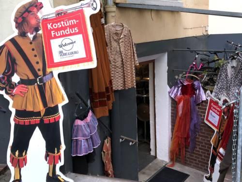 Kostümverleih Fundus zieht aus dem Haus der Jugend zum Theaterpädagogischen Zentrum.