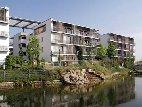 Geschosswohnungsbauten am Wasser