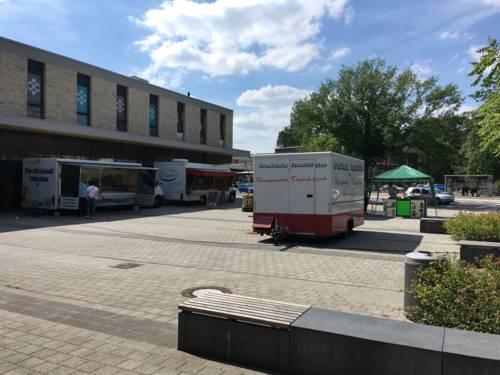 Marktwagen auf einem Stadtplatz