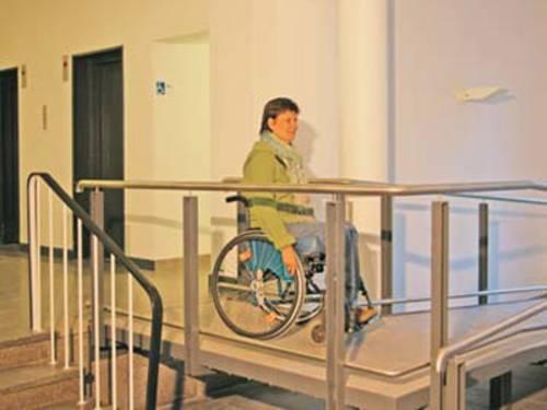 Ein Rollstuhlrampe bietet eine Alternative zur Treppe