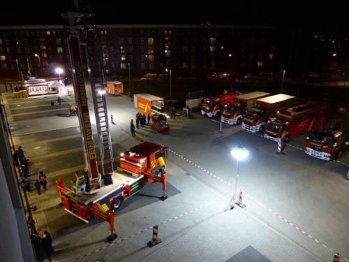 Blick aus 20 Metern auf den Parkplatz der Feuer- und Rettungswache 1