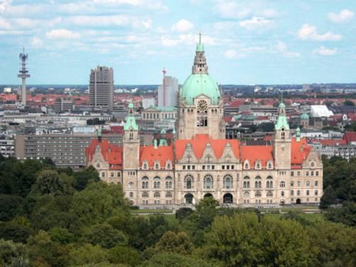 Luftaufnahme vom Neuen Rathaus