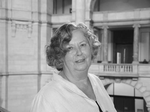 Frau Monika Stadtmüller