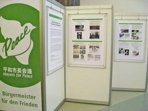 Ausstellung von Mayors for Peace (Bürgermeister für den Frieden) zum Abwurf der Atombomben auf Hiroshima und Nagasaki